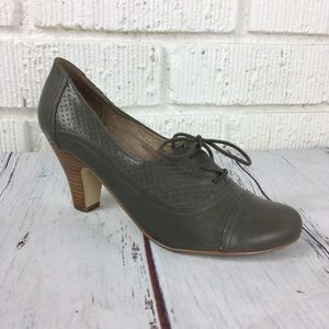 NINE WEST Leather taupe grey lace up heel 8.5